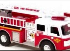 B. - Fire Flyer camión de bomberos con figuras