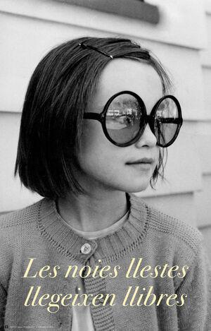 Cartel les noies llestes llegeixen llibres